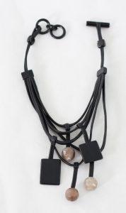 Dangling bib necklace